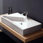 Badezimmereinrichtung - Aufsatzwaschbecken rechteckiges Design