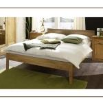 Schlafzimmereinrichtung - Bett Bahia massiv - Pinie honig